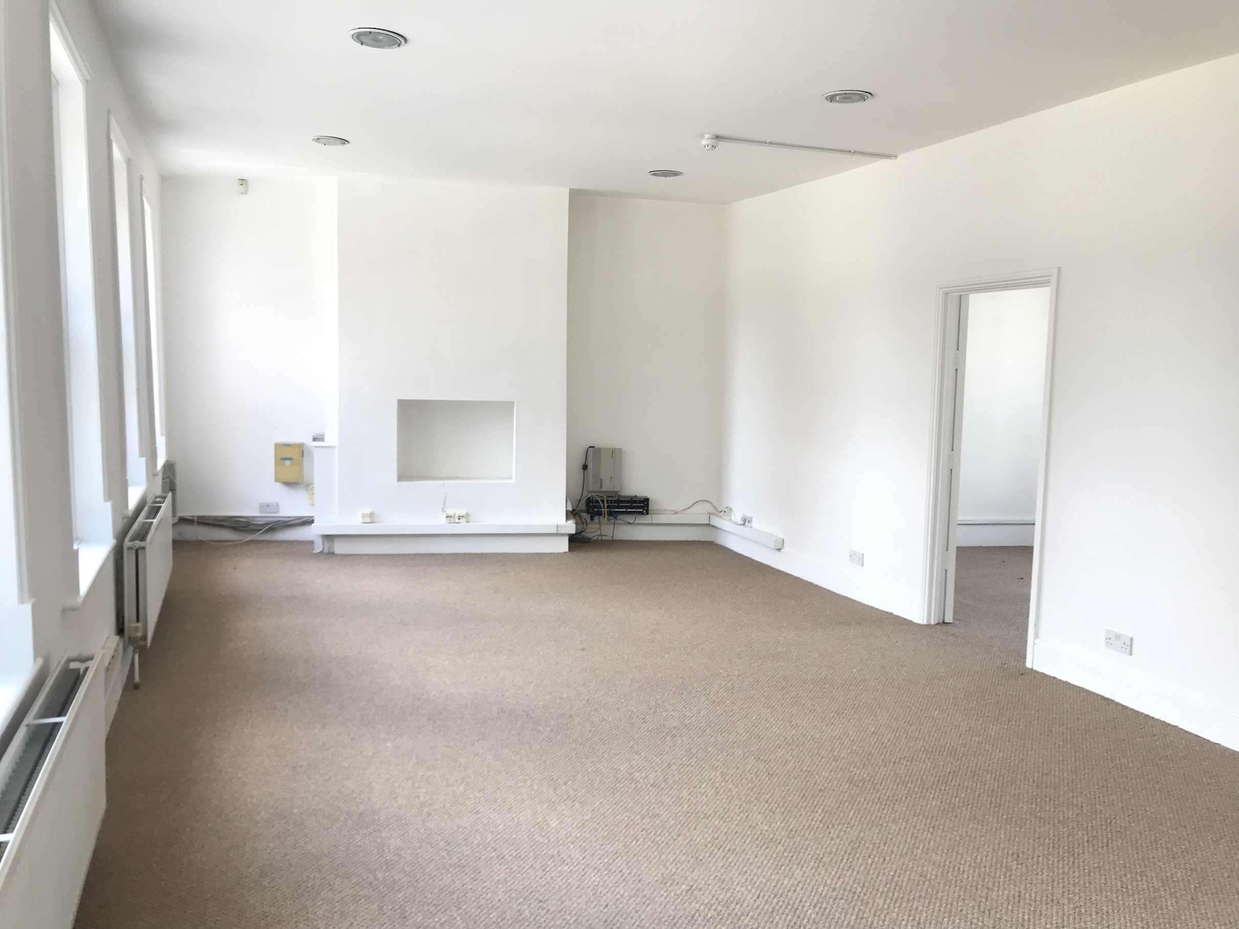 **LET LET **7/9 FERDINAND STREET CAMDEN NW1*LET LET 1ST FLOOR OFFICE 750 SQ FT TO LET