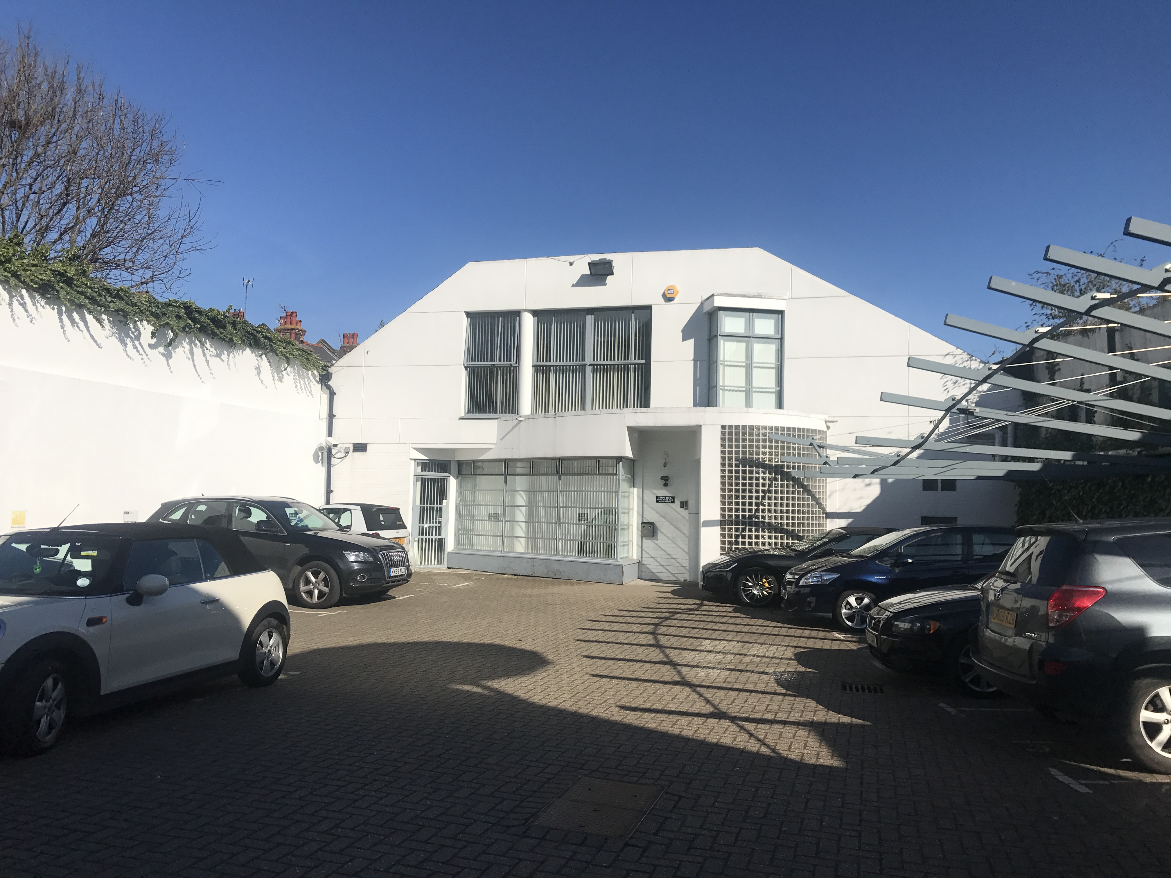 8 HEATHGATE BELSIZE PARK NW3 OFFICES *FOR SALE* 3,850 sq ft